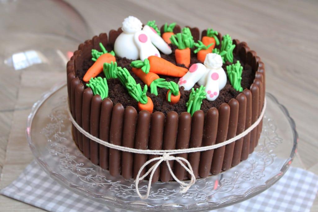 Layer cake tout chocolat et son jardin de p ques surprises et gourmandises - Gateau pate a sucre paques ...
